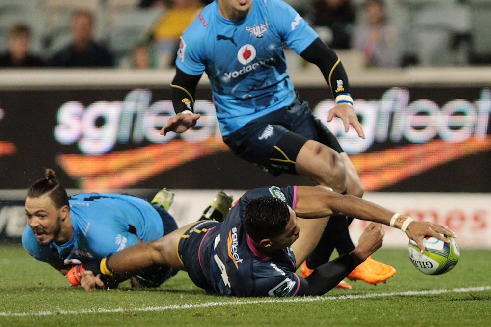 Nigel Ah Wong scores a try against the Bulls. Photo: Getty Images