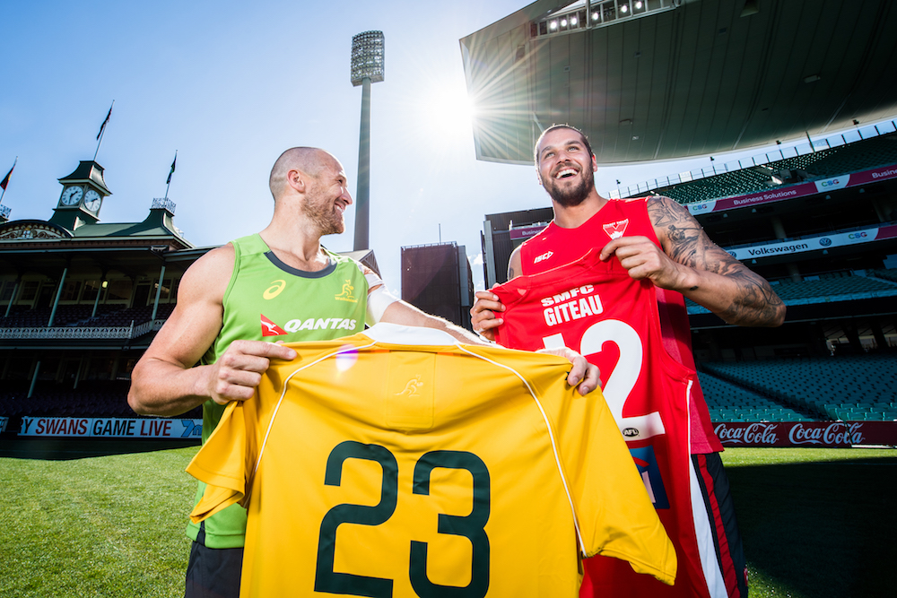 Matt Giteau swaps jerseys on the SCG with brother-in-law and Sydney Swans star Lance Franklin. Photo: ARU Media/Stuart Walmsley