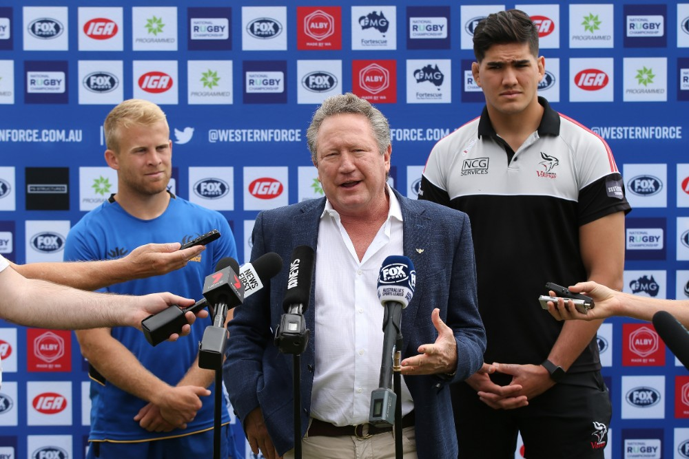 Andrew Forrest pledges a $100,000 donation for every Force try in the grand final as captains Andrew Deegan (Force, left) and Darcy Swain (Vikings, right) look on. Photo: Getty Images