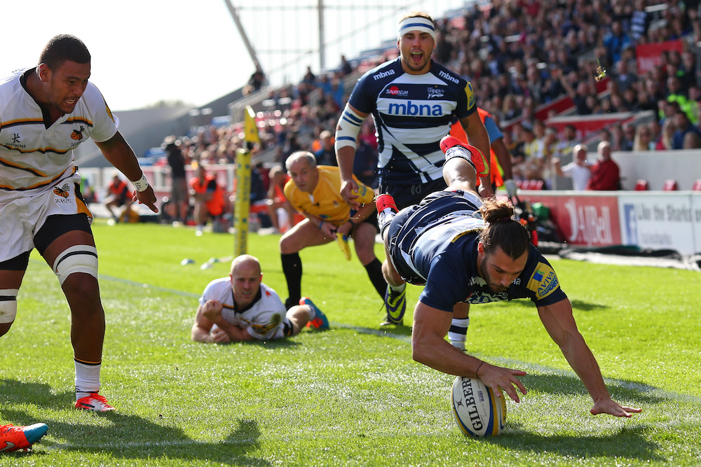 Tom Arscott crosses over for a try against London Wasps. Photo: Getty Images.
